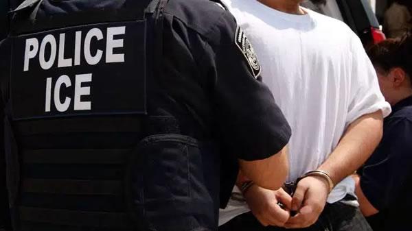 Bajan los arrestos de ICE 14%, deportaciones caen 10%