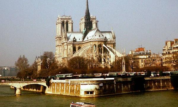 El mundo del arte consternado por la tragedia en Notre Dame