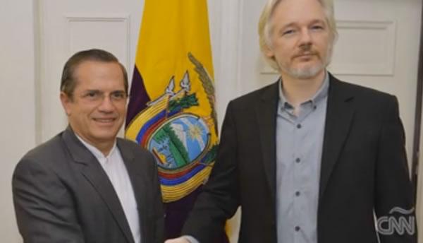 Excanciller de Ecuador, Ricardo Patiño, salió del país