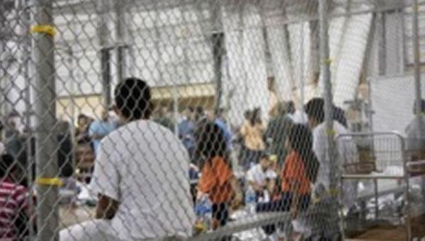 EE.UU. pide 2 años para identificar niños separados de padres