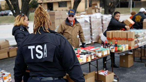 EE.UU. planea enviar empleados de seguridad en el transporte a frontera con México