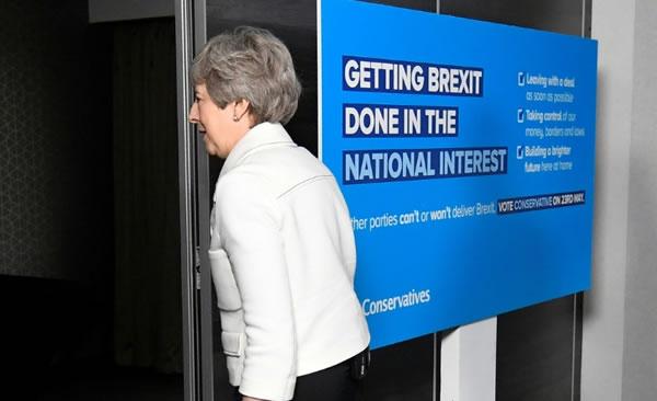 Fracasa la negociación sobre el Brexit y May se ve un poco más cerca de la dimisión