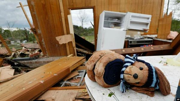 Tornados atraviesan planicies del sur de EE.UU.; dejan daños