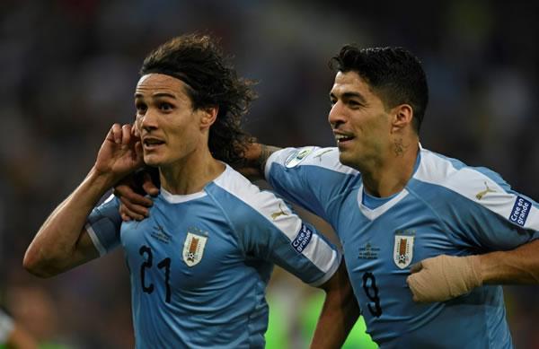 Cavani mete de cabeza a Uruguay como primera del Grupo C y chocará contra Perú en cuartos