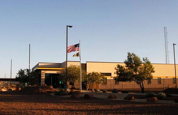 EEUU retira a niños de centro de detención ante reportes de que se les tenía en malas condiciones