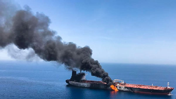 Marina de EE.UU. asiste a dos petroleros atacados en Golfo Omán