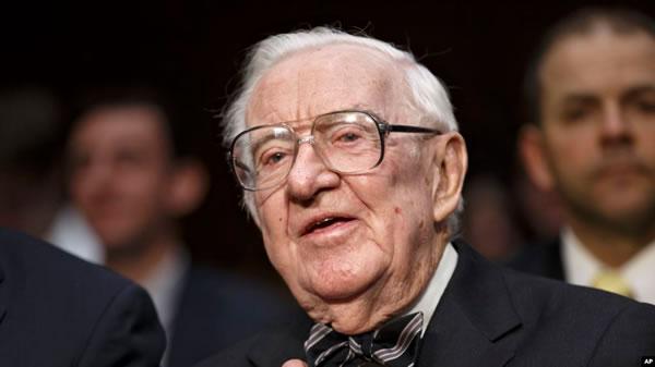 A los 99 años muere exjuez de la Corte Suprema EE.UU. John Paul Stevens