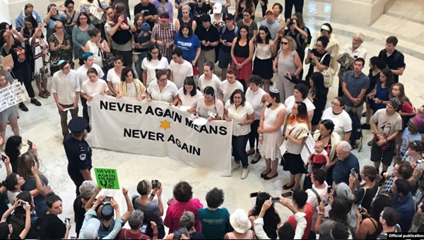 Judíos protestan por condiciones en centros de detención de migrantes