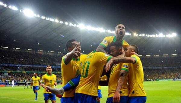 Con más pegada, Brasil doma a Argentina y es finalista