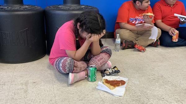 Su primer día de escuela se convirtió en una pesadilla después de redadas récord de inmigración