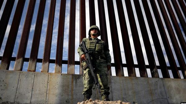 """México no espera """"amenaza arancelaria"""" de EE.UU. sobre plan migratorio"""
