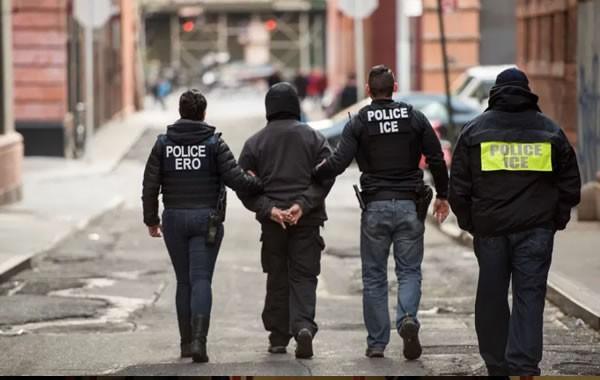 La nueva e inusual táctica de ICE para detener a inmigrantes en ciudades santuario