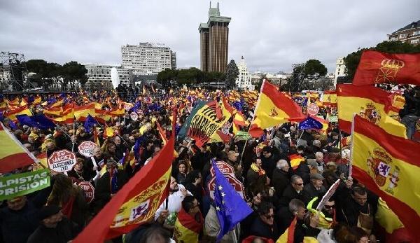 La derecha española se rebela contra las restricciones del gobierno socialista