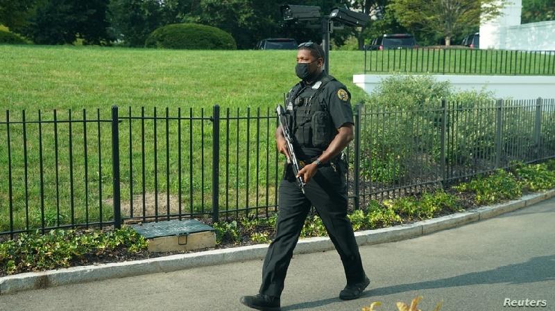 """Hombre que fue neutralizado frente a la Casa Blanca habría gritado: """"Te voy a matar"""""""
