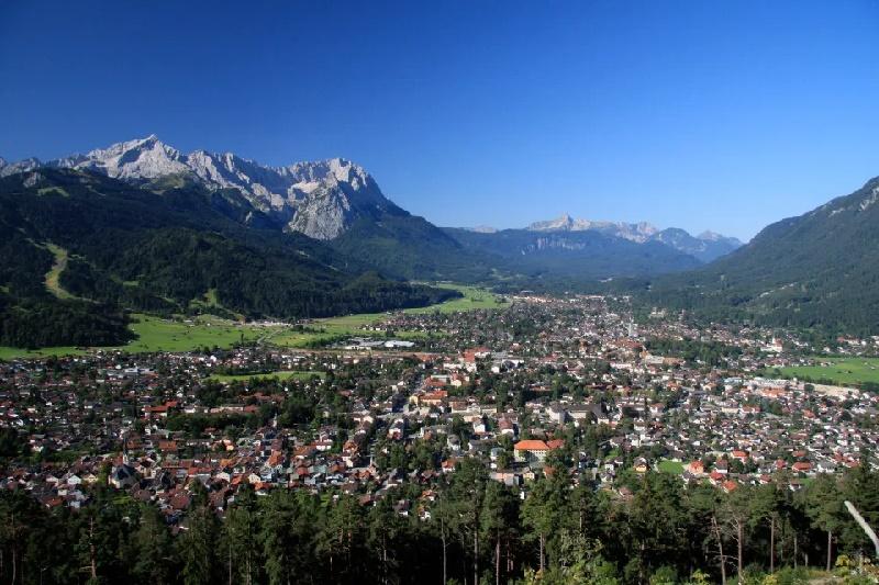 Estadounidense enfrenta cárcel en Alemania por contagiar de coronavirus a 23 personas al visitar bares