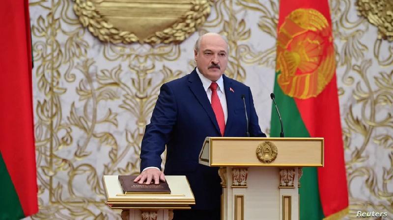 Lukashenko asume presidencia de Bielorrusia pese a protestas