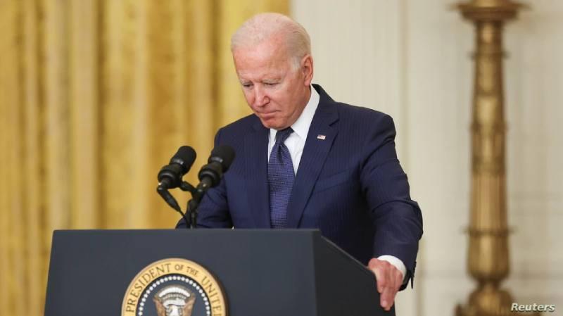 Biden promulga nuevos mandatos en su batalla contra el COVID-19